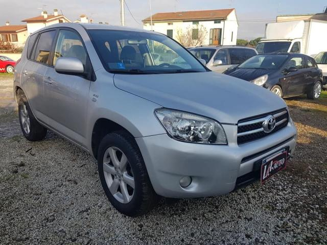 Toyota usata 2.2 D-4D 136CV Luxury Rif. 11653287